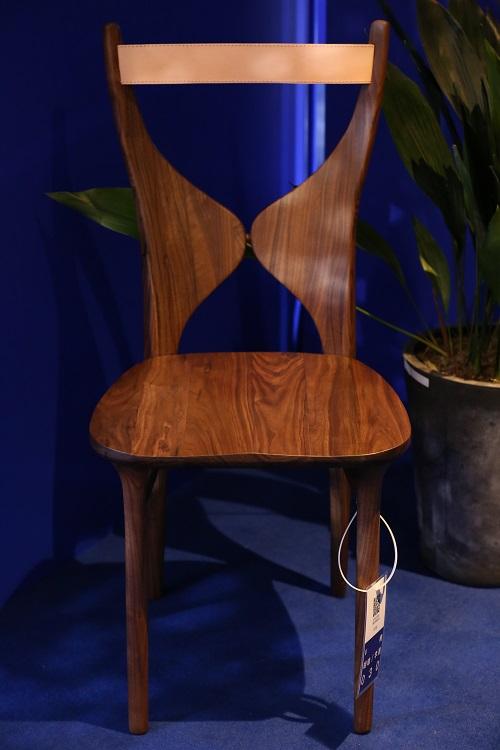 V Chair by Li Sheng